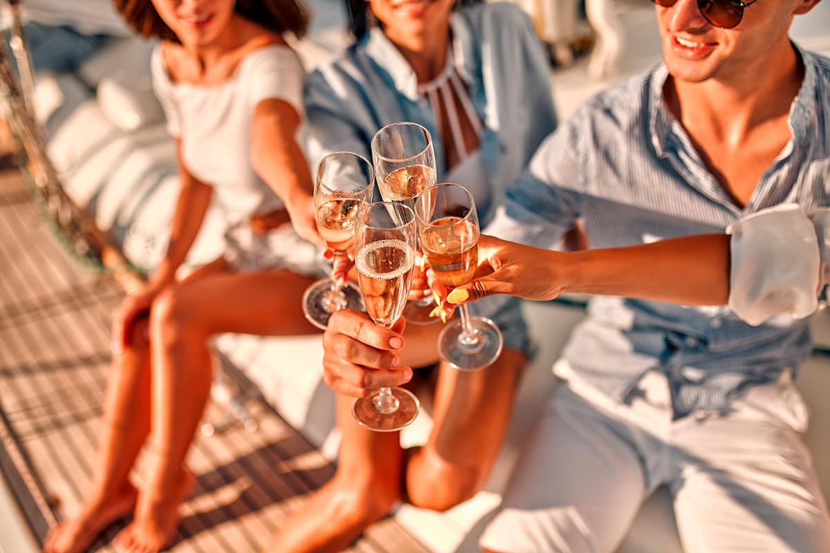 desconocidos celebrando unas vacaciones de lujo